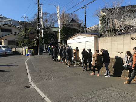 People lined up along the street to get into Shirahata Hachiman Daijin jinja